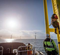 energy-ocean-windmills-worker