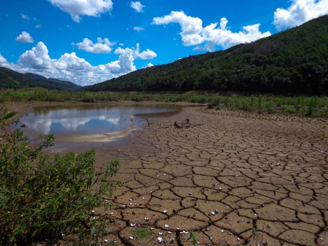 The Atibainha reservoir in Cantareira System in São Paulo during drought. Flickr/Clairex.