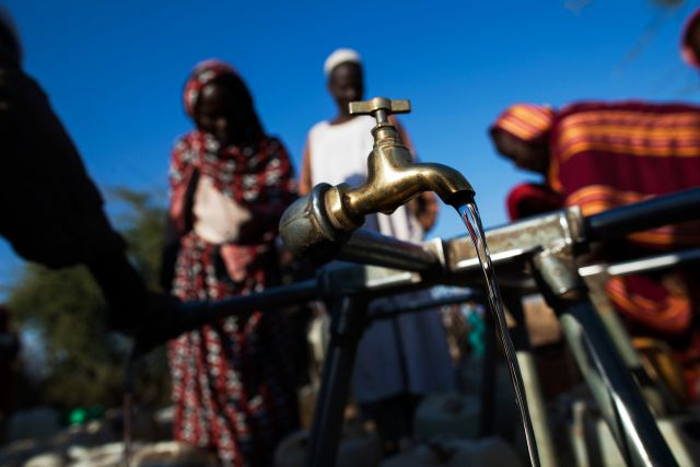 Waiting for water in Darfur. (Flickr/UN Photo)