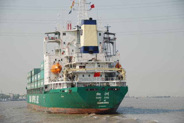 A ship on the Huangpu River by Shanghai. Flickr/Bert van Dijk