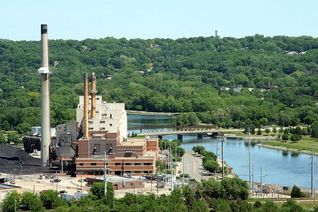 Between 2005 and 2011, Minnesota coal-fired generation decreased 14 percent while natural gas generation nearly doubled and renewable generation more-than-tripled. Photo credit: Wikimedia Commons