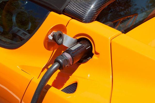 An electric car plugs in. Flickr/Windell Oskay