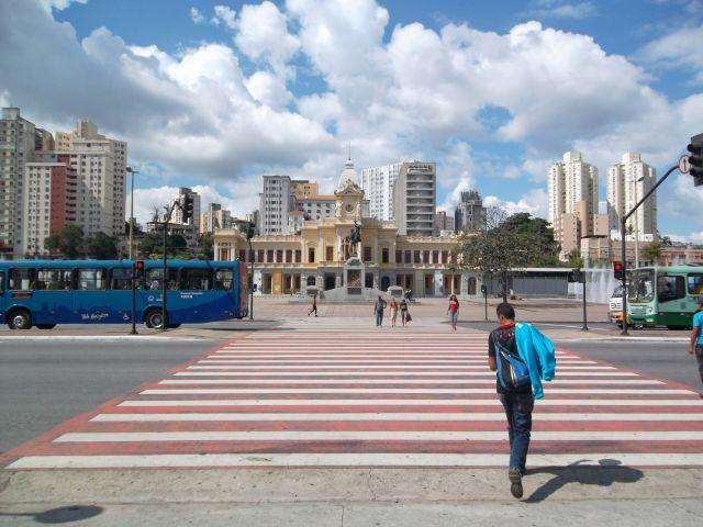 A pedestrian walkway in Belo Horizonte, Brazil. Photo credit: EMBARQ
