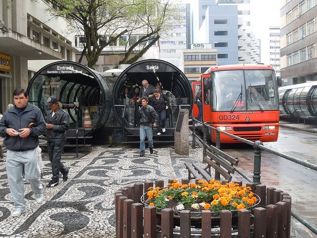A Bus Rapid Transit (BRT) system in Curitiba, Brazil. Photo credit: whl.travel