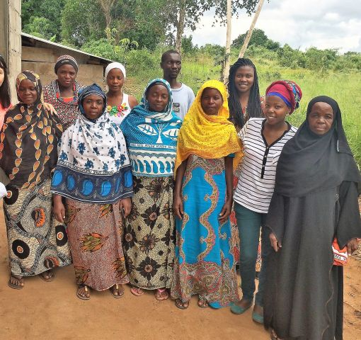 Women in traditional garb are Tanzanian villagers described in blog. (WRI)