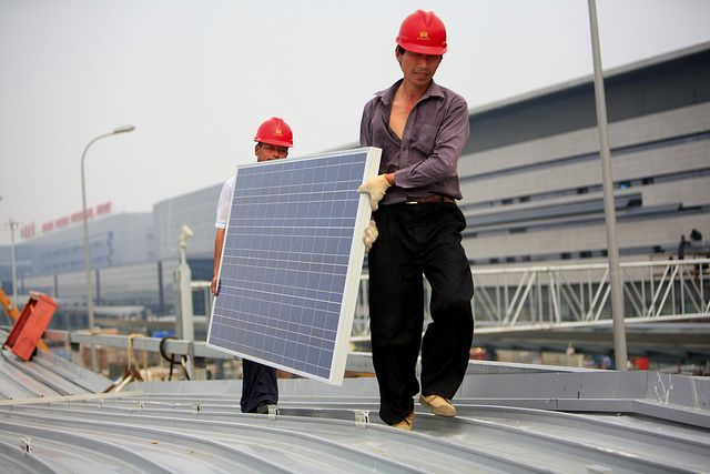 Installing solar panels. Photo by Jiri Rezac/The Climate Group