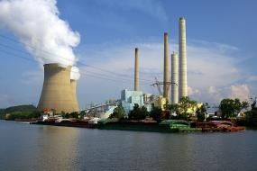 John E. Amos coal-fired power plant. Photo credit: Wigwam Jones, Flickr