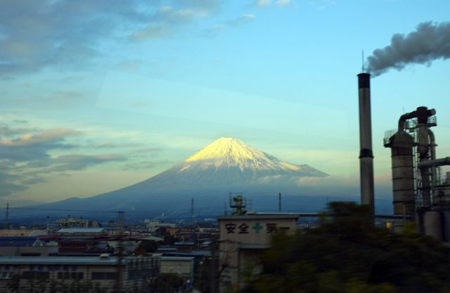 Factory in Fuji City, Japan. Photo by -jell-/Flickr