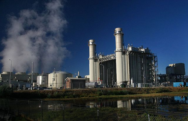Natural gas power plant in Vinyard, Utah. The United States is moving towards cleaner power generation, with renewable energy at the forefront. Photo Credit: arbyreed/Flickr