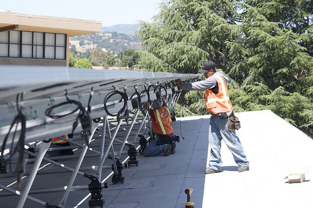 Installing solar panels in San Jose, California. Photo credit: Photon Energy, Flickr