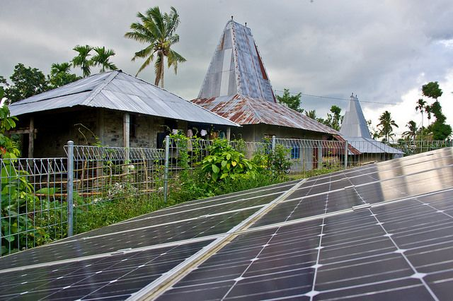 Scaling up renewable energy access; government installed solar energy in Sumba island, Indonesia. Photo by Asia Development Bank/Flickr.