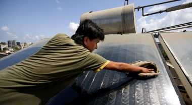 Solar thermal panel in Mumbai, India. Photo by Jiri Rezac/The Climate Group