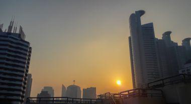 Haze of air pollution over Bangkok sunrise. Flickr/Uwe Schwarzbach