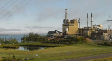 Increased use of existing natural gas plants in Wisconsin could help drive emissions reductions in the state. Photo Credit: Wikimedia Commons.
