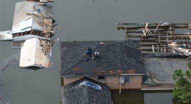 Waiting for rescue after Hurricane Katrina. Jocelyn Augustino/FEMA