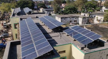 Rooftop solar panels on Sadar Hospital in Hazaribaug, India