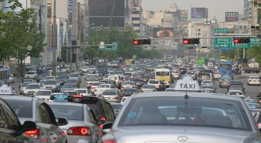 Car traffic in Seoul Korea. Photo by jimthegianteagle/Flickr.