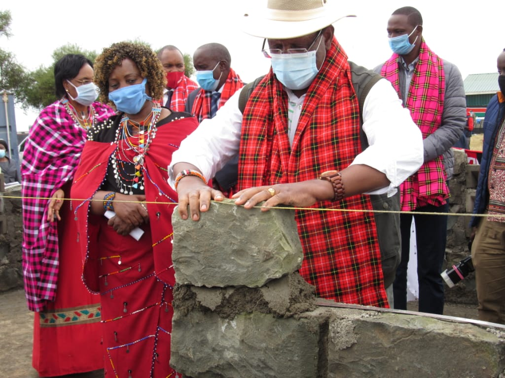 <p>Ministers commemorated Il\'laramatak\'s pandemic response with various gifts, including this milk storage unit. Photo by Agnes Leina</p>