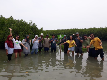 <p>WRI Indonesia planted iron redwood and marine mangrove trees to sequester emissions from air travel, commuting and electricity in March 2019 and January 2020, respectively.</p>
