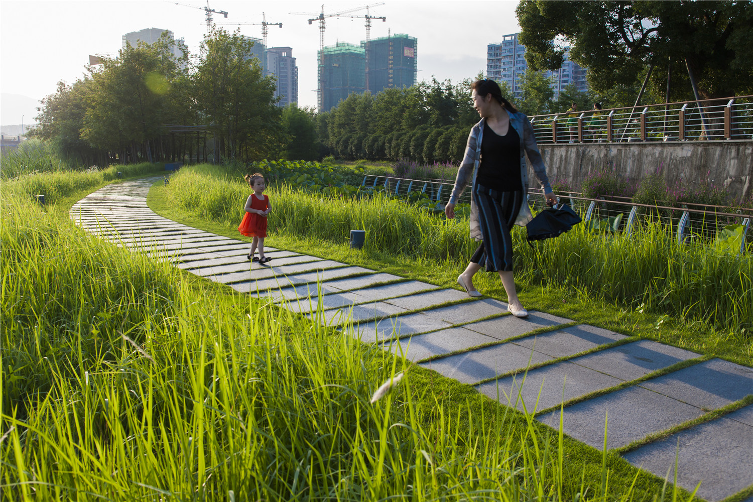 <p>The Floating Gardens at Yongning River Park, Taizhou, China. Photo by Turenscape</p>